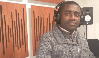Ali Zamir, dans les studios de FM PLUS 91 FM à Montpellier